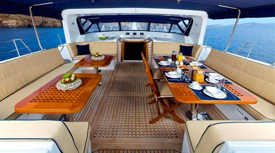 CREWED-SAILING-YACHT-AMADEUS-2