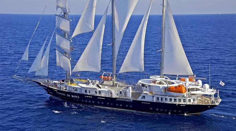 SAILING-YACHT-RUNNING-ON-WAVES-22