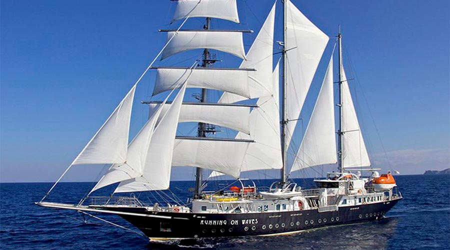 SAILING-YACHT-RUNNING-ON-WAVES-8