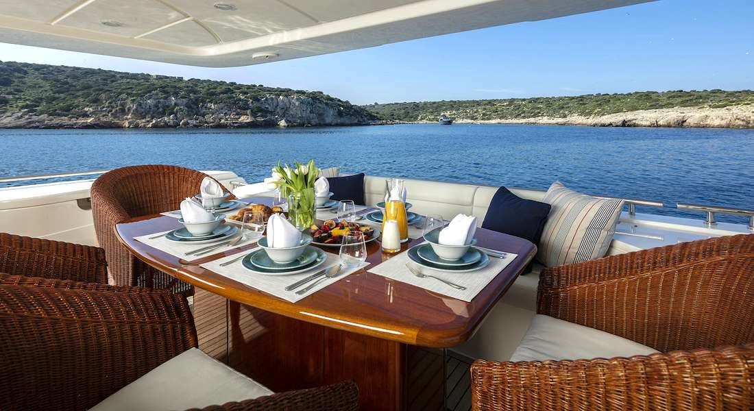 ASTARTE - Charter Motor Yacht in Greece - HELLAS YACHTING