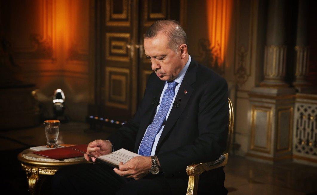 """""""Eίστε η πηγή του κακού"""": Παραλήρημα Ερντογάν εναντίον ΗΠΑ για τον εξοπλισμό των Κούρδων"""