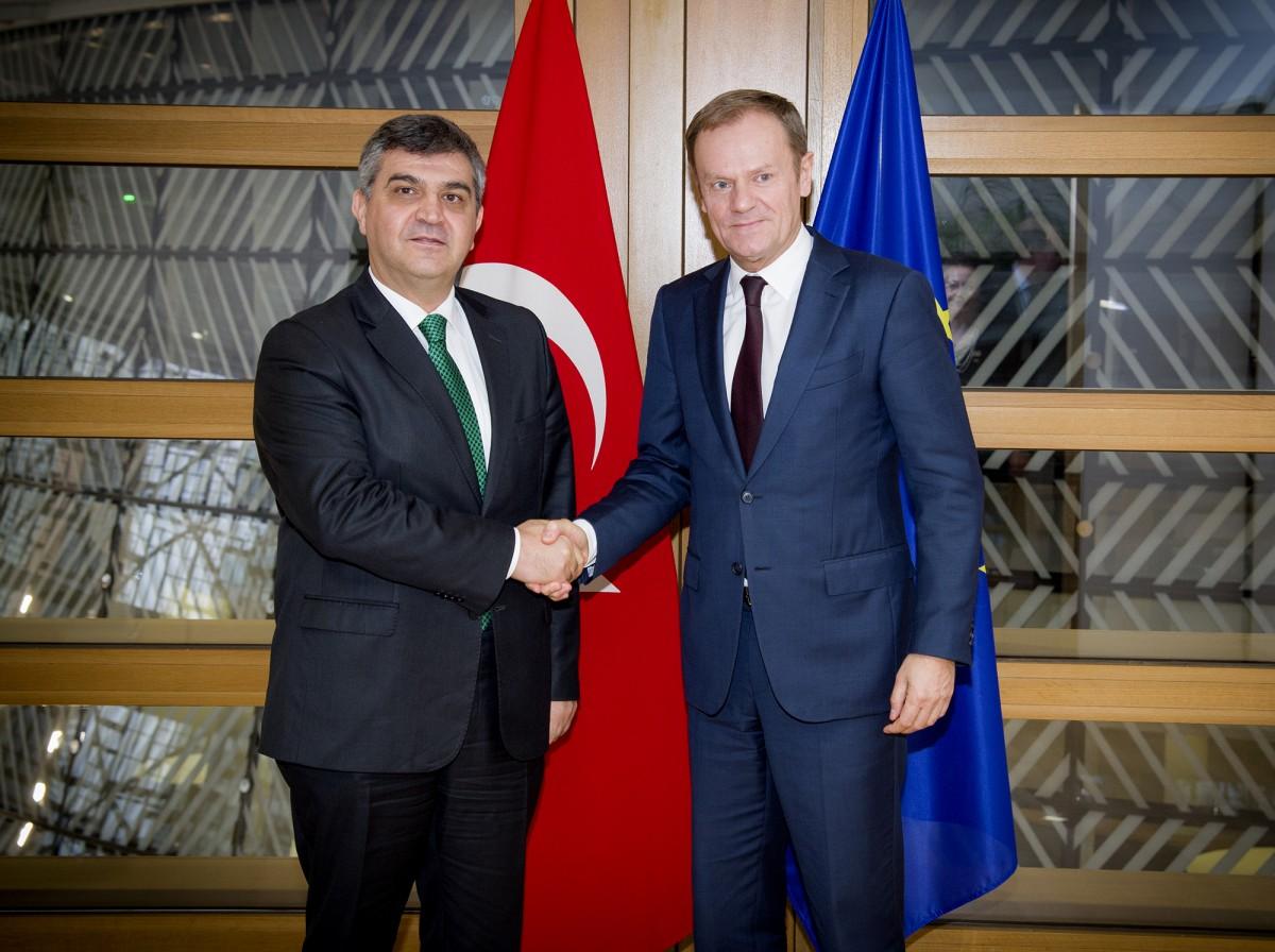 """Το """"άσπρο-μαύρο"""" κάνει ο Τούρκος πρέσβης στην ΕΕ και ρίχνει λάδι στη φωτιά"""