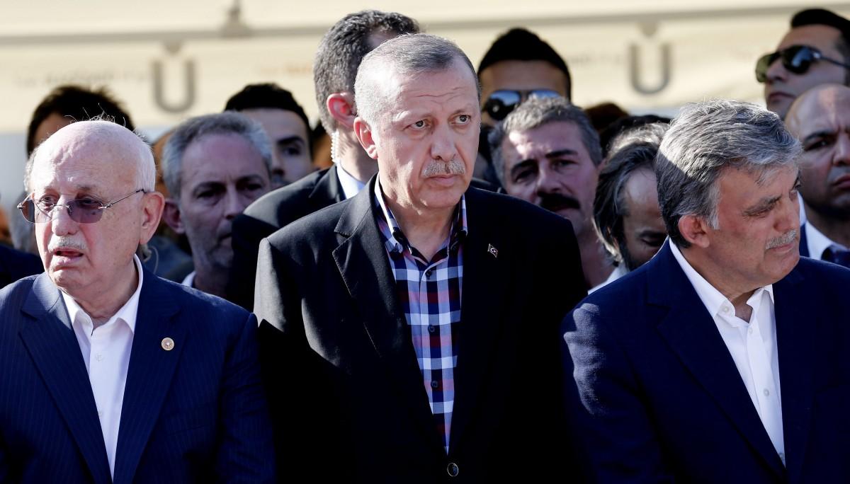 """Αποκαλύφθηκε ο εκβιασμός Ερντογάν στον Γκιούλ: """"Αν κατέβεις αντίπαλος θα σε ρίξω φυλακή"""""""