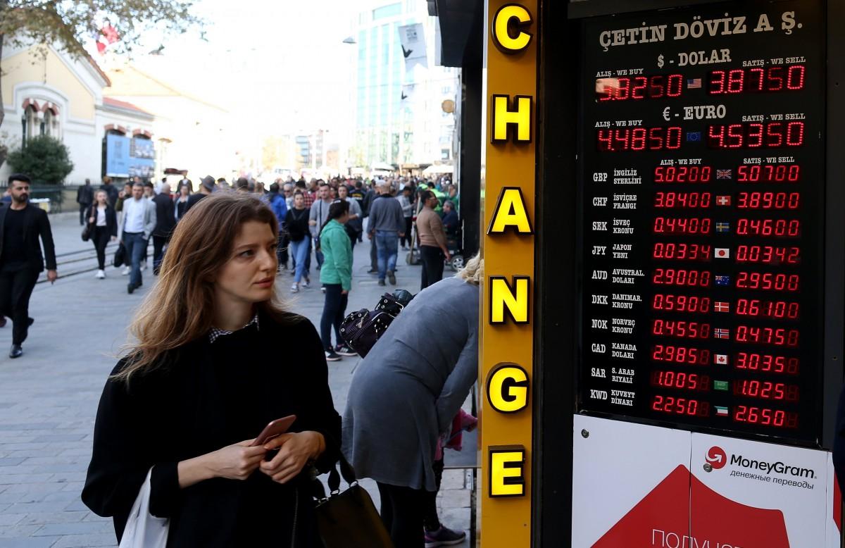 Τρομοκρατημένος ο τουρκικός λαός από τα κόλπα του Ερντογάν αγοράζει χρυσό, ευρώ και δολάρια