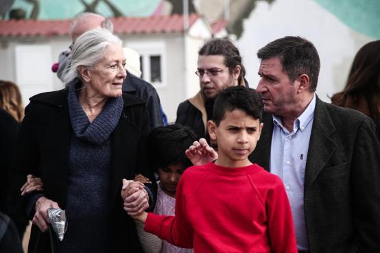 The multi awarded british actress Vanessa Redgrave, visits the Refugee Reception Facility of Eleonas, accompanied by the Alternate Minister of Migration Policy, Ioannis Mouzalas, in Athens, on Jan. 5, 2016 / Η πολυβραβευμένη Βρετανή ηθοποιός Vanessa Redgrave, επισκέπτετε το Κέντρο Φιλοξενίας Προσφύγων του Ελαιώνα, συνοδευόμενη απο τον Αν. Υπουργό Μεταναστευτικής Πολιτικής Γιάννη Μουζάλα, στην Αθήνα, στις 5 Ιανουαρίου, 2016