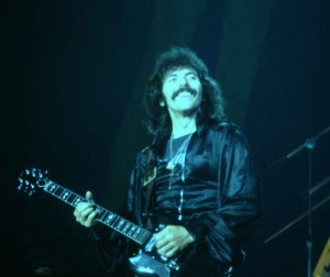 Tony_Iommi_at_the_New_Haven_Coliseum