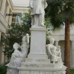 Άγαλμα του Γεωργίου Αβέρωφ, στο προαύλιο του Πατριαρχείου Αλεξανδρείας