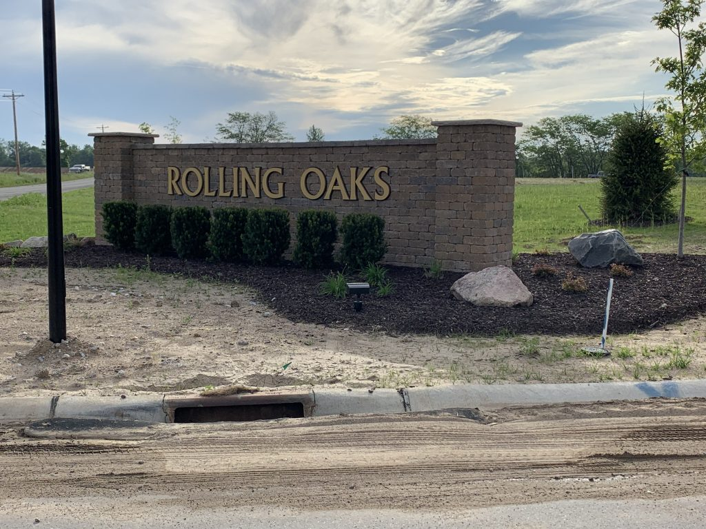 A picture of the entrance sign for Rolling Oaks Communities