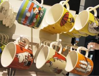 Mumi-koppene fra Arabia Finland. Den stripete koppen med bobbler er nyheten.