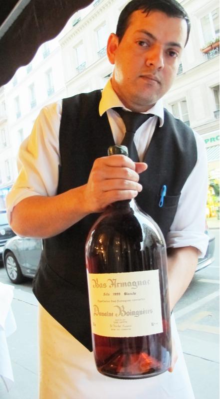 Liten mann, stor flaske.