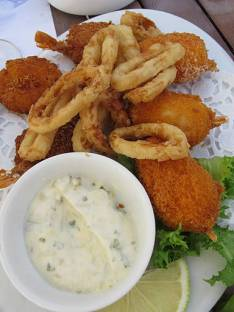 Fersk akkar, krabbeboller og scampi