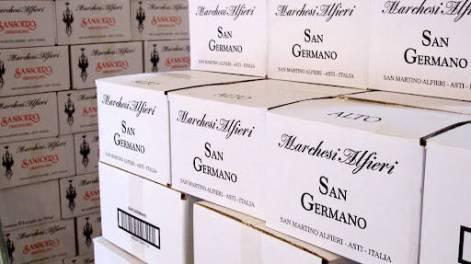 Vinene pakkes. Skal den til Norge? Mostue selecction importerer til Norge og selger videre til Vinmonopolet.