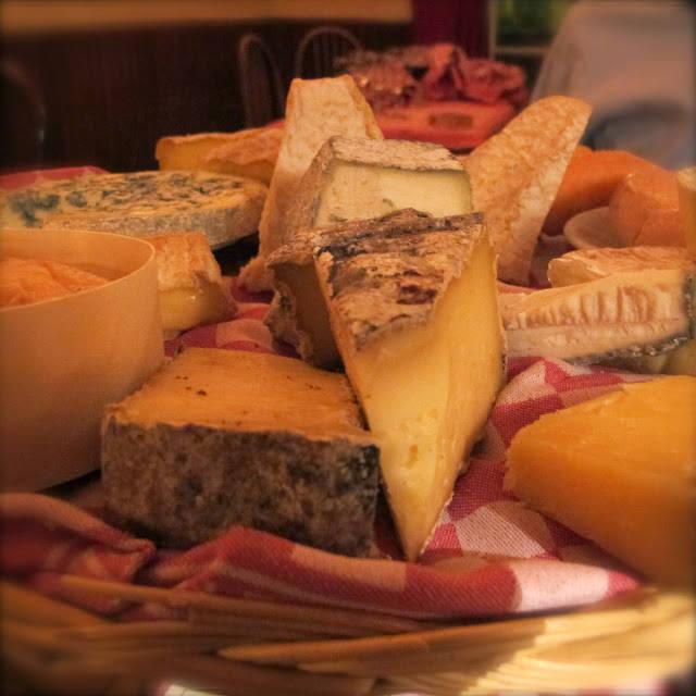 Jeg var lur og bestilte ostefatet. En million oster til 16 euro.