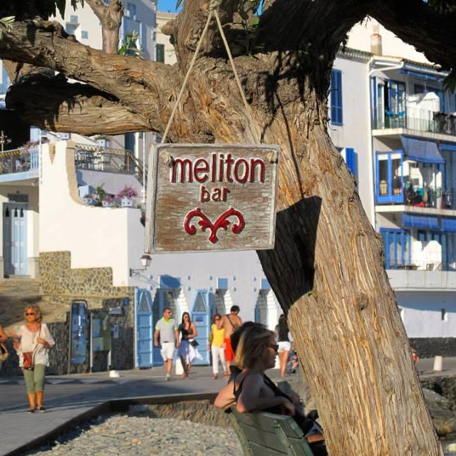 Meliton er et hyggelig sted å ta en drink og se utover havet.