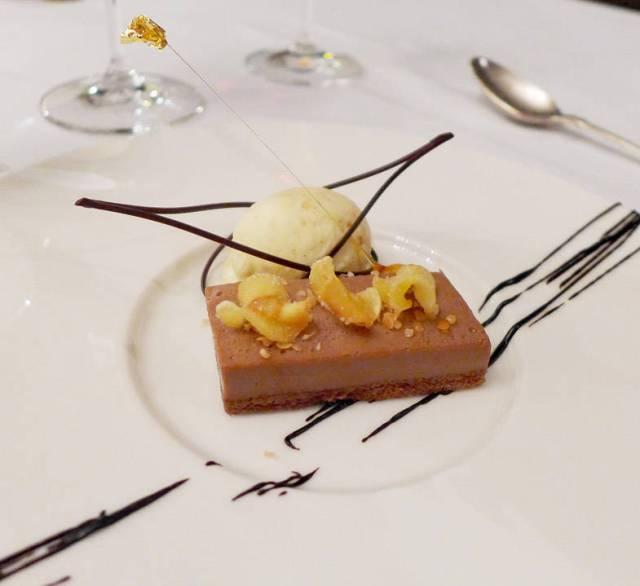 Sjokolade med mandelis og pastinakkchips