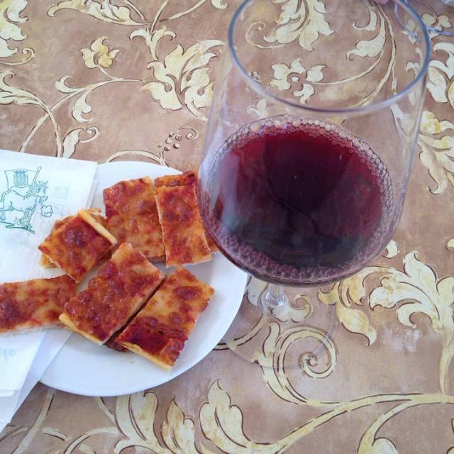 Chianti og små mini-pizzastykker