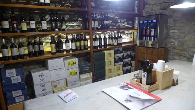 Innerst i hulen. Det er her Brunello-vinene står. Et perfekt sted for meg!