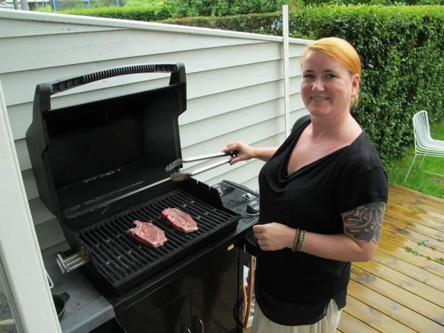 Grilløving i hagen til Cecilie.