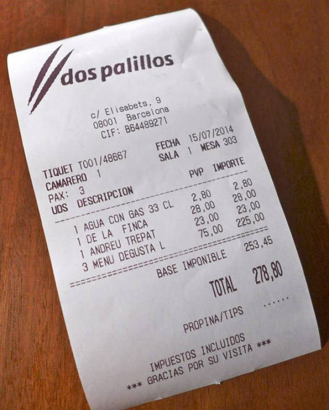 Tre personer for under 300 euro. To flsker vin og masse retter. Ikke ille.