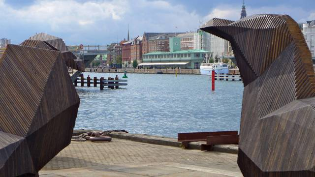 The Standard ligger der i all sin grønne prakt. Bildet har jeg tatt fra Papirøen der Copenhagen Street Food ligger.