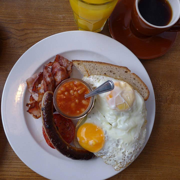 Full english breakfast på Greasy Spoon.