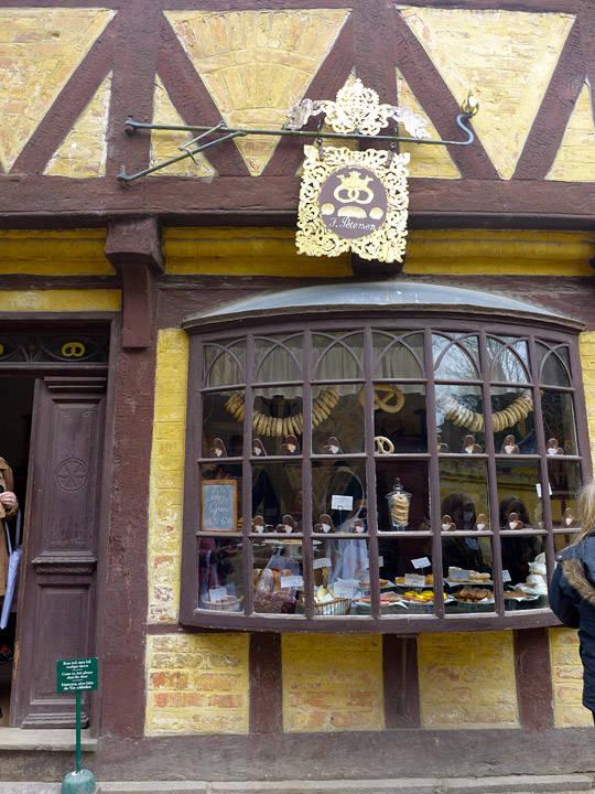 Bageriet i Den Gamle By i Århus. Buevinduet er fra et bakeri i Køge.