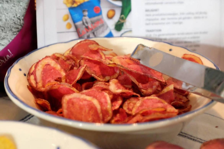 Chips fra sesongens røde poteter.