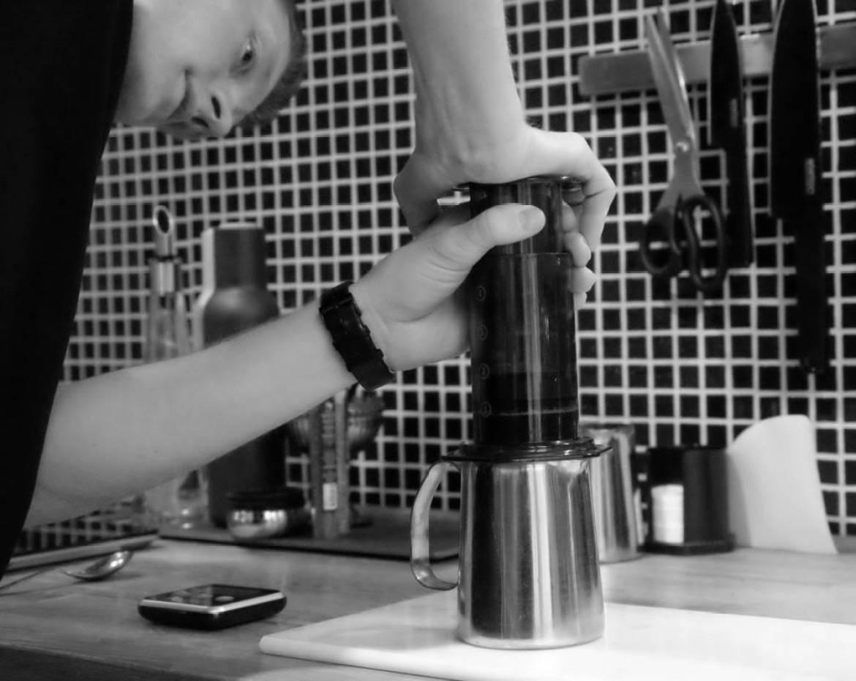 Manuell nedpress når du vil ha aeropress-kaffe.