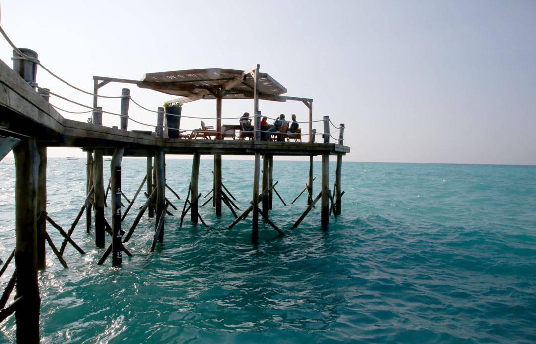 Her ute på jettyen kan du nyte en av Josés cocktails. Foto: Erik Valebrokk