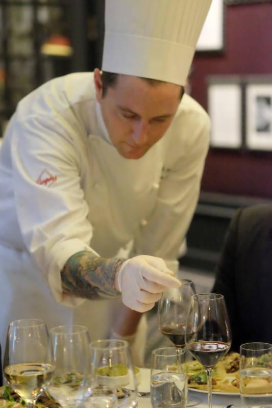 Chef Marcos Scorza forklarer rettene