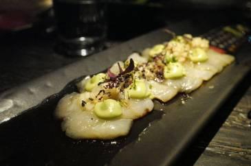 Slätvar sashimi färsk wasabi, äpple, avokado, sesam