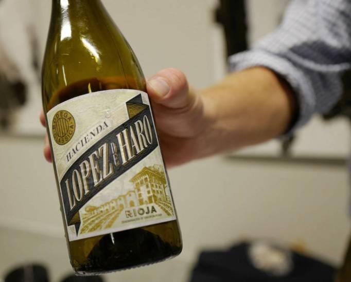 Hacienda Lopez de Haro Viura 2015, strågul hvitvin fra Bodega Classica i D.O.Ca. Rioja. laget på Viura 100% . Kr 132,90. Masse fruktsmak. En deilig vin.