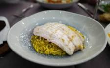 Grillet fisk med kremet ris.