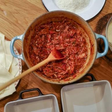 Alt klart for montering av lasagne