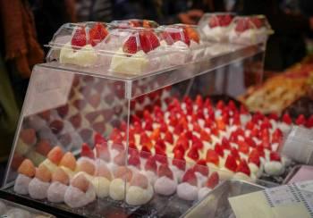 jordbær-sesong i Japan nå.
