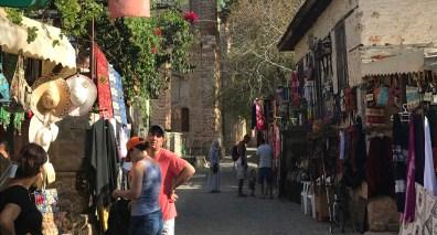 explore-alanya-teleferik-souvenirs-small-streets