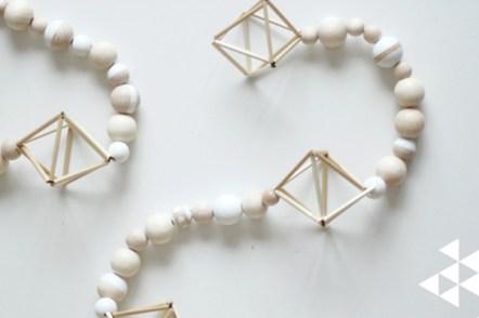 Guirlande scandinave en perles de bois et himmeli