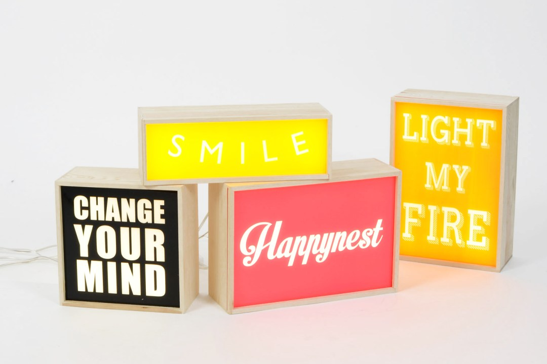 des boites lumineuses lightbox messages. Black Bedroom Furniture Sets. Home Design Ideas