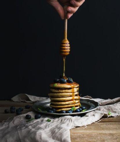 Pancakes // Hëllø Blogzine blog deco & lifestyle www.hello-hello.fr #pancakesPancakes // Hëllø Blogzine blog deco & lifestyle www.hello-hello.fr #pancakes #blueberry #myrtilles