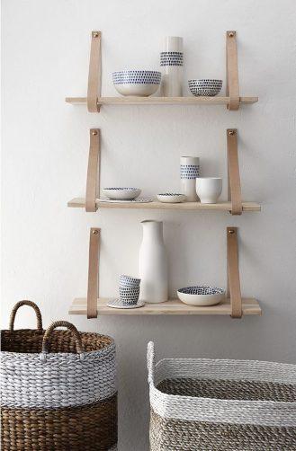 Minimalistic Shelves // Hëllø Blogzine blog deco & lifestyle www.hello-hello.fr