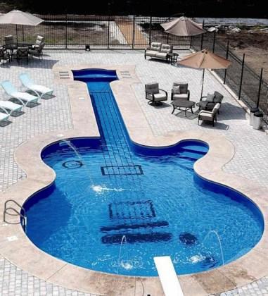 Crazy Swimming Pool // Hëllø Blogzine blog deco & lifestyle www.hello-hello.fr