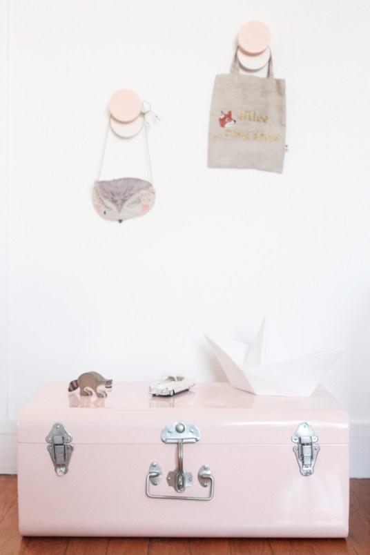 La chambre de Léonie. Déco chambre fille, romantique et vintage // Hëllø Blogzine blog deco & lifestyle www.hello-hello.fr #vintage #ampm #pink
