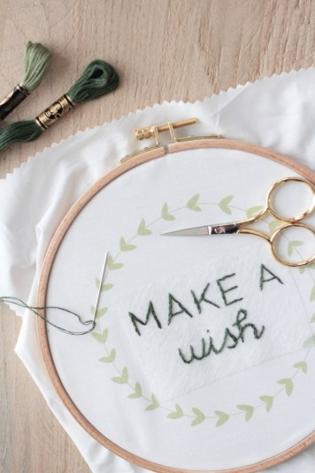 Broderie citation Hellø pour DMC // Hëllø Blogzine blog deco & lifestyle www.hello-hello.fr #broderie #embroidery #quote