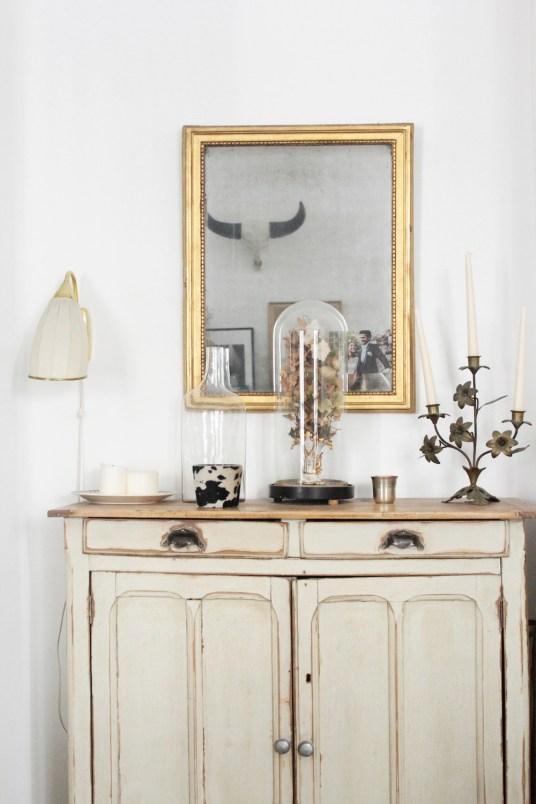 Appartement parisien vintage et bohème - Créatrice de robes de mariée Laure de Sagazan // Hëllø Blogzine blog deco & lifestyle www.hello-hello.fr #desagazan #bridal #vintage #paris #hometour