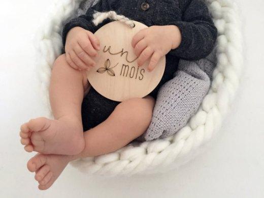 Milestones Cards Baby Wood // Hëllø Blogzine blog deco & lifestyle www.hello-hello.fr #milestones #babycards
