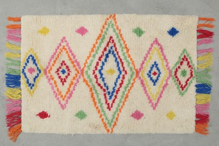 Tapis berbere multicolore // Hëllø Blogzine blog deco & lifestyle www.hello-hello.fr #tapis #tapisberber #azizal #marocain
