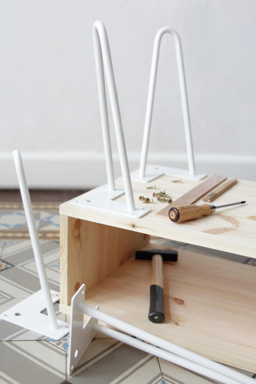 Ripaton Pieds De Table diy une table d'appoint rétro avec des pieds hairpins