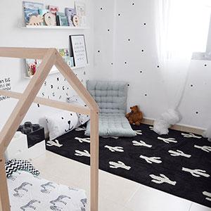Tapis lavable noir et blanc cactus Lorena Canals // Hëllø Blogzine blog deco & lifestyle www.hello-hello.fr