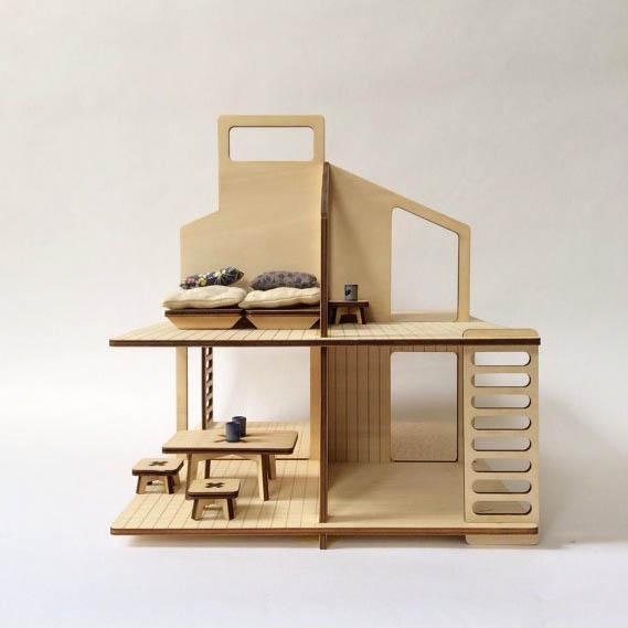 Maison de poupée en bois - Idées cadeaux de noël enfants mixte // Hëllø Blogzine blog deco & lifestyle www.hello-hello.fr