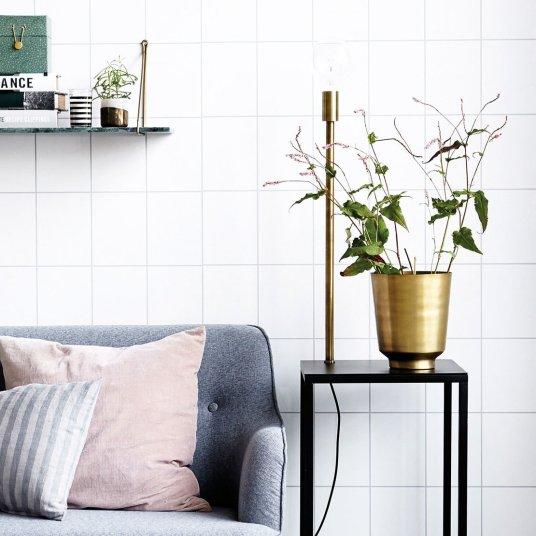 Pot de fleurs en laiton // Hëllø Blogzine blog deco & lifestyle www.hello-hello.fr
